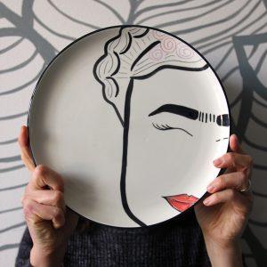 La faccia nel piatto • Frida Kahlo